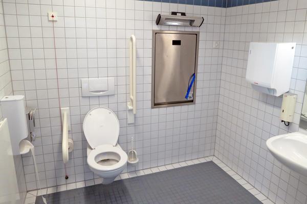 Soz.Rathaus barrierefreies WC mit Wickelauflage