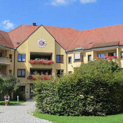Heilig-Geist-Spital Eingangsseite und Hof