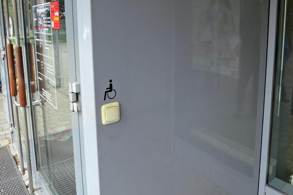 Soz.Rathaus Zugang Tür-Öffner außen