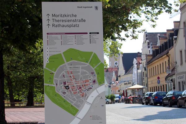 Infostele in der Altstadt