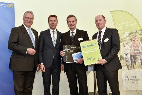 von links Innenminister Hermann, Vorsitzender Dießl, Bürgermeister Wittmann und Baureferent Ring